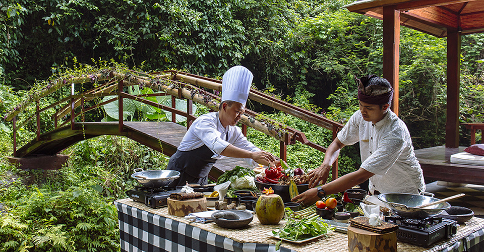 Balinese-cooking-class-unique-experience-Ubud-by-Hanging-Gardens-of-Bali