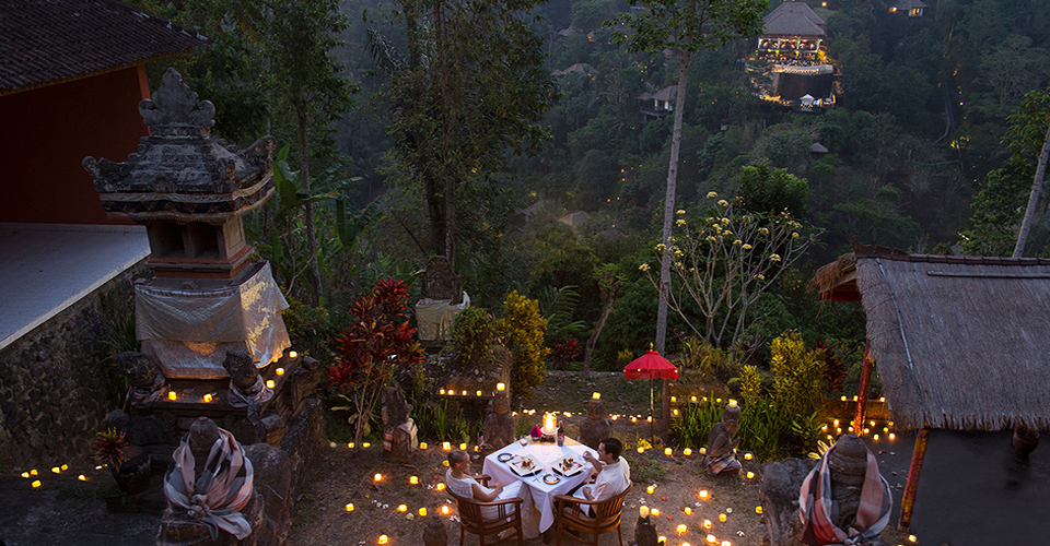 ONCE-IN-A-LIFETIME-SPIRITUAL-ROMANTIC-DINNER-EXPERIENCE-hanging-garens-of-bali-ubud