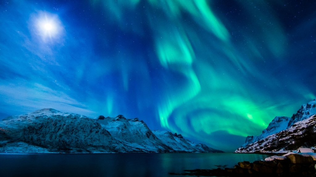 northern-lights-beautiful-mountain-alaska-strait_zpsgq7tddh8