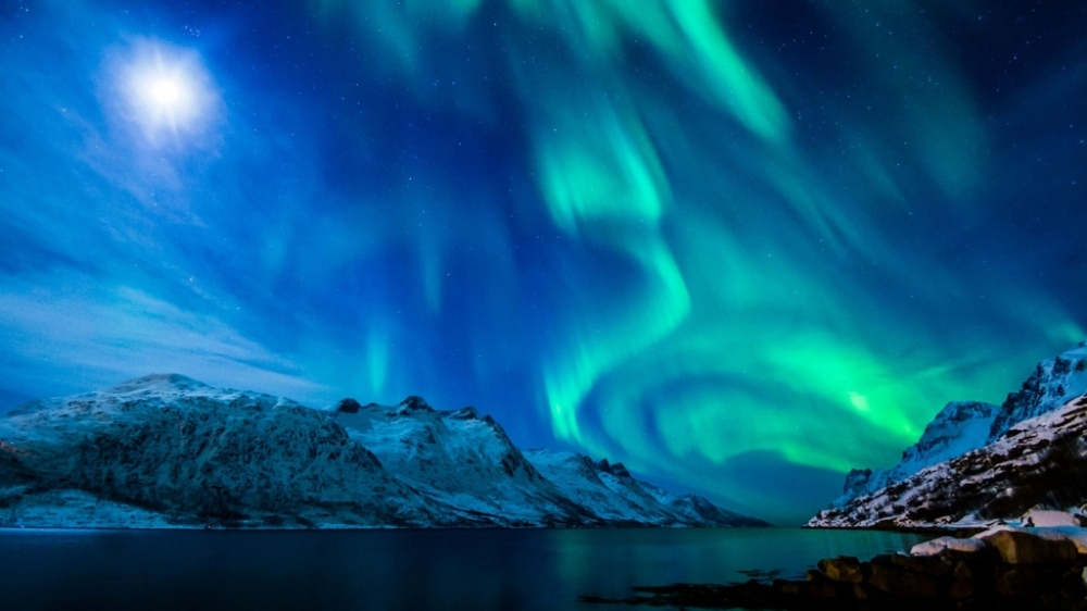 northern-lights-beautiful-mountain-alaska-strait_zpsgq7tddh8